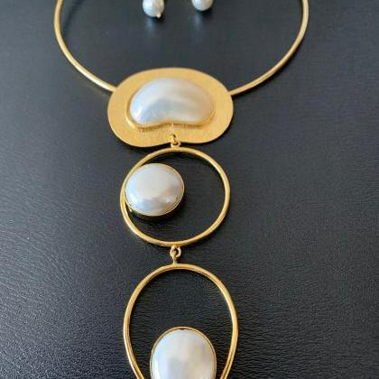 Handmade Shell Pearl Necklace and E..